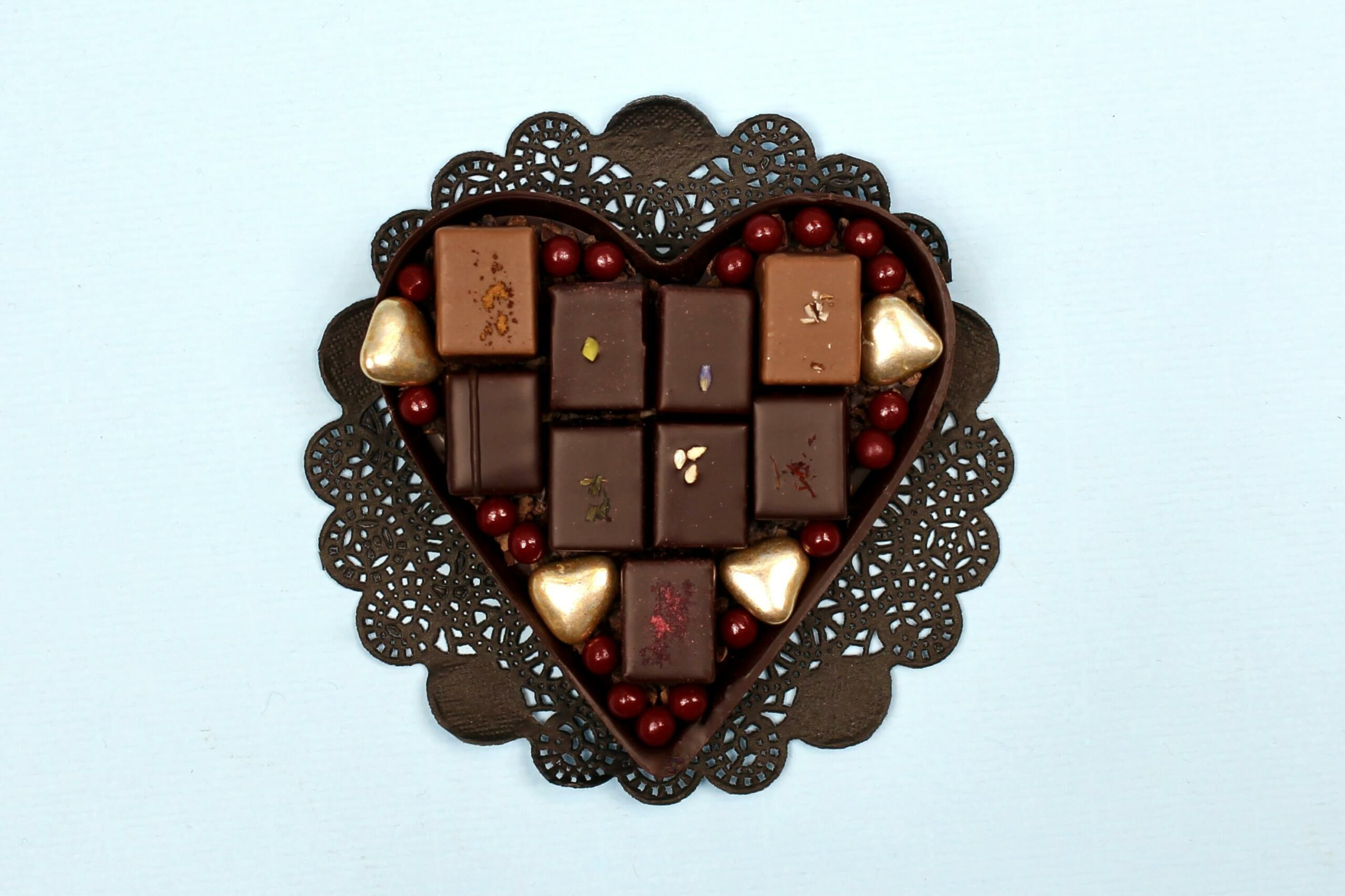 hilde devolder chocolatier dark chocolate heart with treats